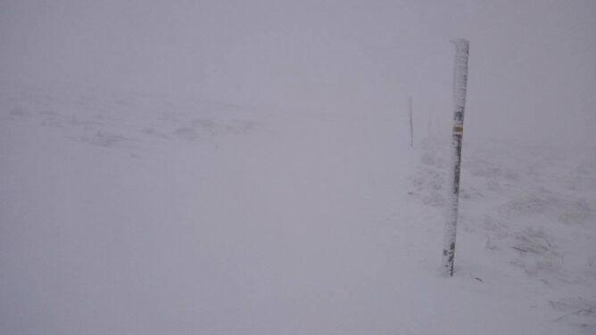 Trzeci stopień zagrożenia lawinowego w Tatrach. W Bieszczadach silnie wieje