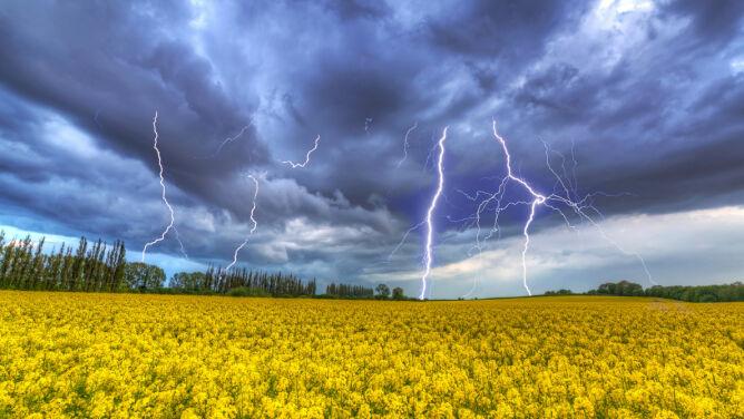 Prognoza pogody na dzisiaj: <br />nad Polską przejdzie burzowy front