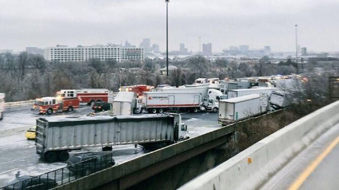 Ofiary śnieżyc w USA. <br />Nie żyje co najmniej sześć osób