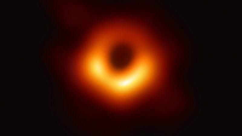 Pierwsze zdjęcie czarnej dziury (EHT Collaboration)