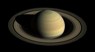 Widok na pierścienie Saturna